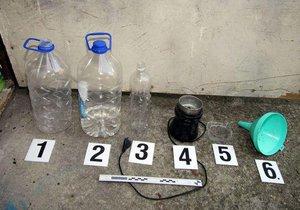Při noční kontrole našli policisté v Hodoníně v autě varnu drog. Ilustrační foto.