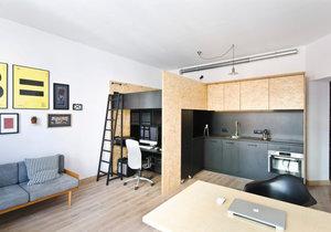 Malý byt pro otce se synem. Kromě domova slouží i jako kancelář a dětské hřiště