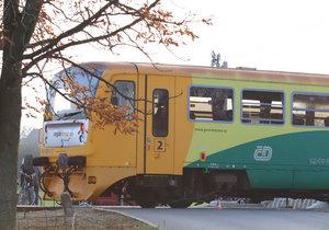 U Litvínova se srazil vlak s dodávkou: Vlaky na Ústecku stojí