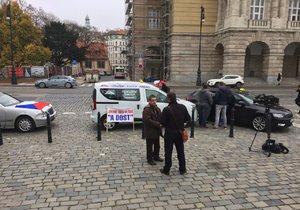 Protest taxikářů v centru Prahy, 13. 11. 2018. Na místě se v 9:00 nacházelo jen několik jednotlivců.