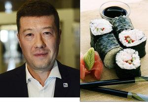 Tomio Okamura (SPD) měl poslancům poslat slevu na sushi. Odmítá, že by to udělal.