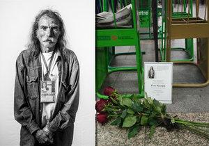 Prodejce Nového Prostoru ze stanice metra I. P. Pavlova zemřel. Na místě, kde stával, lidé položili květiny.