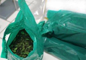 Pražští celníci zadrželi balíky drog.