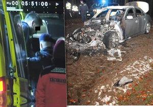 Policisté vyvádějí ze sanitky muže, kterého podezřívají ze smrtelné nehody v Brně-Obřanech. BMW zapálil.