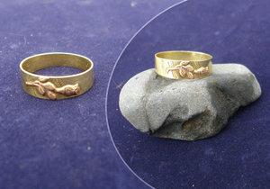 Mladík z Vysočiny nalezl v rybníce zlatý prsten. Chce jej vrátit majitelce: Tisíce lidí mu chtějí pomoci