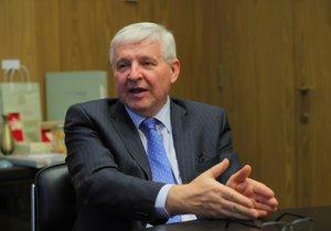 Guvernér České národní banky Jiří Rusnok poskytl rozhovor deníku Blesk.