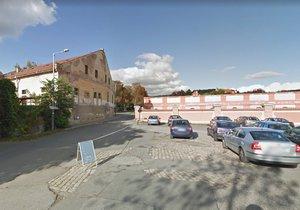 Před pražskou zoo se opraví silnice. Rozšíří ji, aby návštěvníci mohli na parkoviště