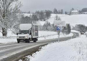 Jižní Moravu zasypal v noci sníh, který komplikuje dopravu. (Ilustrační foto)