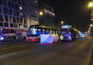 Tramvaj ve Švehlově ulici srazila muže. Ten zraněním na místě podlehl