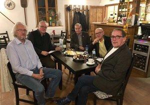 Bývalí starostové Prahy 12 založili klub. Nabízejí pomoc při řešení problémů