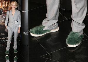 Jana Plodková předvedla na premiéře tak trochu neobvyklou obuv...