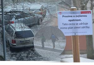 »Prosíme o zvýšenou opatrnost. Tato cesta se udržuje mimo plán zimní údržby.« Tak vyřešili ledovku na radnici Brno-sever. Místo soli a škváry pod boty úřad jednoduše zatloukl varovné cedulky.