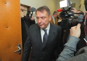 Expremiér Jiří Paroubek dorazil k soudu pořádně nažhavený a oznámil, že podal další trestní oznámení.