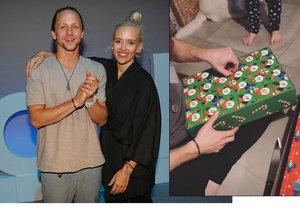 Tomáš Klus dostal od manželky adventní kalendář plný ponožek.