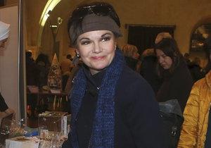 Simona Postlerová kupovala na Mikulášském bazaru cukroví.