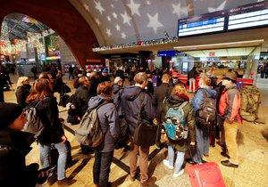 Železniční dopravu v Německu ochromila stávka (10. 12. 2018)