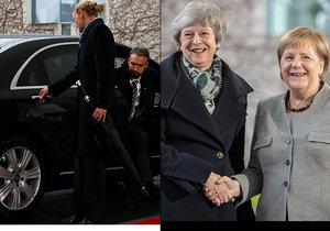 Mayová se před Merkelovou zamkla v autě. Ochranka marně lomcovala dveřmi