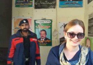 Tereza dorazila k pákistánskému soudu prakticky sama.