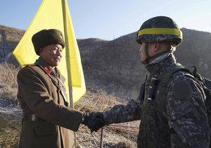 Severo a jihokorejští vojáci se sešli na hranicích, následně provedli inspekci odstranění pohraničních stanovišť.