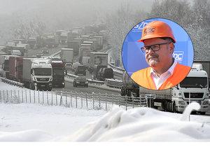 Doufali jsme, že sníh nepřijde, omlouvá kolaps na D1 Ťok. ODS chce levnější známky