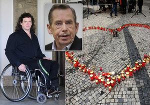 Památku Václava Havla si na Jungmannovo náměstí přišla připomenout zhruba tisícovka lidí v průběhu dne. Jedním z nich byl i známý herec Jan Potměšil.