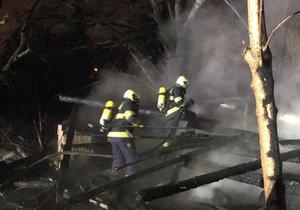Pražští hasiči zasahovali u požáru stodoly u Strakonické ulice.