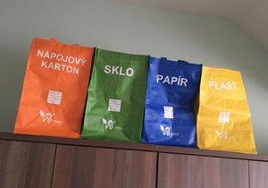 Běchovický boj s tříděným odpadem: Radnice rozdává znovuvyužitelné tašky