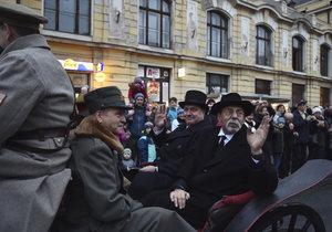 T. G. Masaryk v podobě herce Otakara Brouska po 100 letech opět přijel do Prahy.