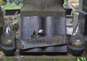 U hrobu Karla Čapka proběhlo setkání v den výročí jeho smrt.