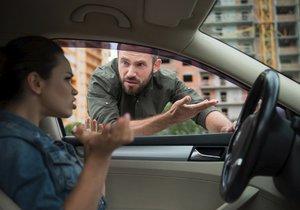 Řidičce z Olomoucka došla trpělivost s manželem: Vyhodila ho 100 km od domova!