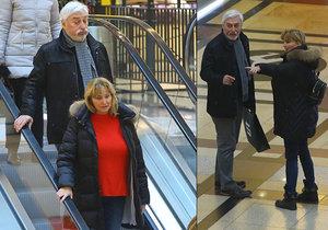 Očividně otrávený Jan Rosák s manželkou na nákupech