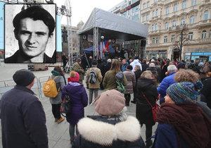 Na Václavském náměstí dorazily stovky lidí, kteří si připomínají Jana Palacha.