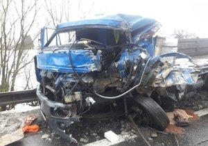 Na Svitavsku se srazily 4 vozy: Rozsypané součástky na několik hodin zastavily provoz