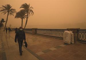 Východní Středomoří zasáhla písečná bouře a deště.