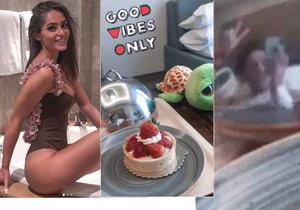 Týnuš Třešničková ukázala tvář v odraze na poklopu od dortíku.