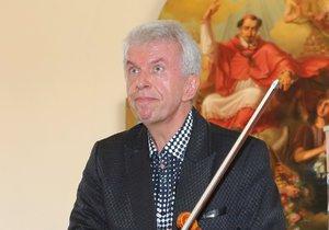 Na housle teď může virtuos na nějaký čas zapomenout.