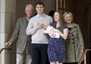 V roce 2016 Chelsea Clintonová a Marc Mezvinsky přivítali syna Aidana. Při odchodu z porodnice je doprovázeli Hillary a Bill Clintonovi.
