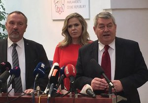 Komunisté Filip, Aulická Jírovcová a Kováčik na tiskovce ve Sněmovně (23.1.2019)