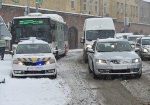 Ledovka na některých místech Česka komplikuje dopravu. Takto vypadala situace v uplynulých dnech.
