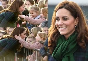 Vévodkyně Kate a její sladký moment s malou fanynkou ve Skotsku.