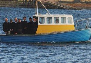 Skupina věřících se utopila cestou do kostela.