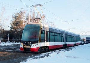 Tramvaje typu 15T několikrát vykolejily. Kvůli technickým problémům budou možná jezdit pomaleji.