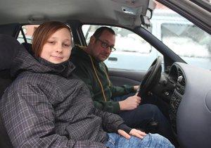 Otec zkolaboval za volantem, řítili se do protisměru! Luboš (13) hrdinně zasáhl