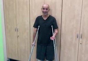 Honza Musil po třech operacích zase chodí! Podívejte se na jeho první kroky!