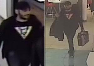 Muž si jen tak nakráčel do obchodního centra, aby v nestřeženém okamžiku ukradl cizí bundu i s peněženkou. Neznáte jej?
