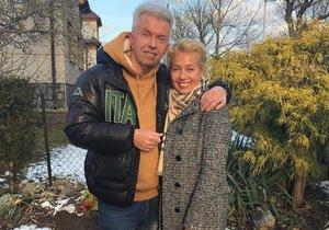 Jaroslav Svěcený s Markétou Fassati v oblečení, které mu vybrala.