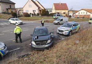 Řidič utekl od nehody v Broumarské ulici, byl zfetovaný.
