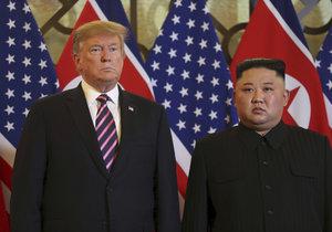 Druhý summit Kima a Trumpa v Hanoji začal podáním ruky, (27.02.2019).