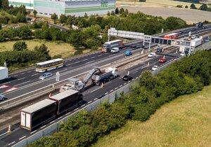 Na dálnici D1 u Prahy se v pondělí vrátí stavební práce kolem křížení s Pražským okruhem.