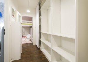 Panelákový byt se změnil v ráj pro babičku a dvě holčičky